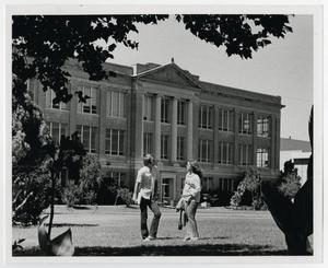 Primary view of object titled '[Photograph of Students in Front of Old Main]'.