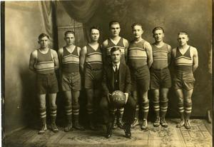 Primary view of object titled '[Photograph of Wildcat Basketball Team]'.