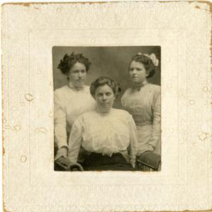 Primary view of object titled '[Photograph of Eula Mae Baxter with ACC Students]'.