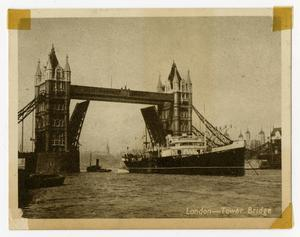 Primary view of object titled '[Postcard of the Tower Bridge in London.'.