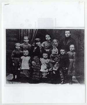 Primary view of object titled '[Lauritzen Family Photo]'.