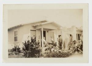 Primary view of object titled 'Mrs. W. R. McClellan's little summer cottage in San Diego California'.