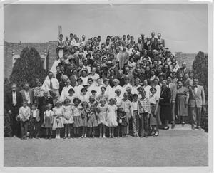 [Photograph of Zoar Evangelical Church Congregation]