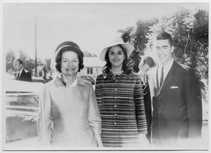 Primary view of object titled '[Lady Bird Johnson, Lynda Bird Johnson, and Charles Robb Pose for a Picture]'.