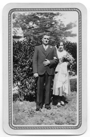 Primary view of object titled '[Mr. and Mrs. White Benbow]'.