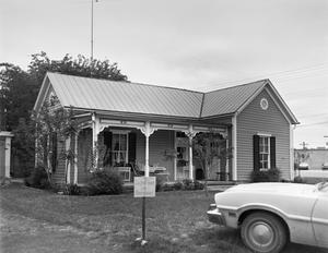 Primary view of object titled '[Historic Property, Photograph THC_01-0998]'.