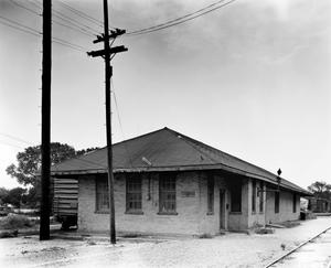 Primary view of object titled '[Louisiana + Arkansas Railway Depot]'.