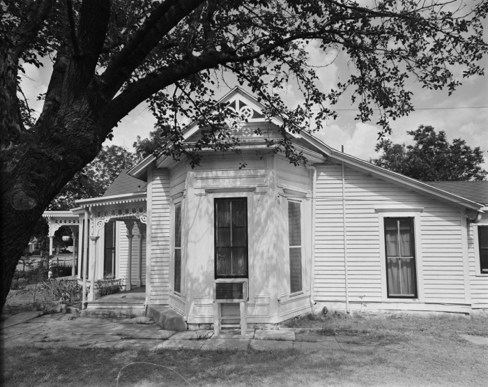 L H  Hill House, (West detail)] - The Portal to Texas History