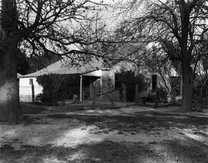 Primary view of object titled '[Historic Property, Photograph THC_02-0007]'.