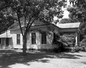 Primary view of object titled '[Dr. E.J. Arnold House, (Southeast oblique)]'.