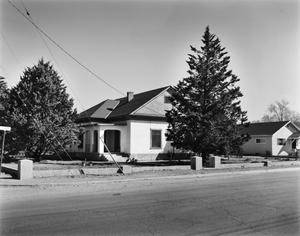 Primary view of object titled '[Dr. Yates Residence]'.