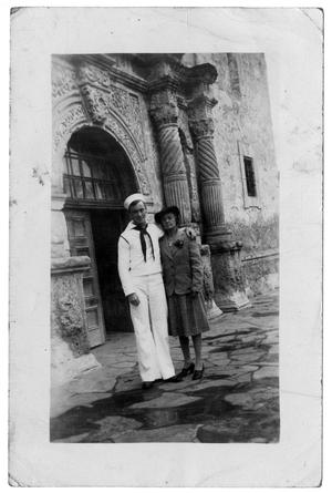 [James Edgar Sutherlin and Edith Wilson Sutherlin in Front of Alamo]