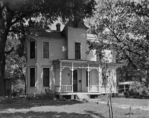 Primary view of object titled '[Historic Property, Photograph THC_06-0870]'.