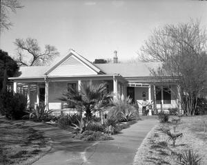 Primary view of object titled '[Doak House, (Southeast oblique)]'.