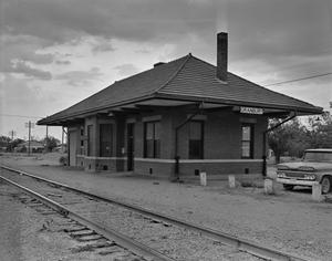 Primary view of object titled '[Santa Fe Railway Depot]'.