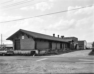 Primary view of object titled '[Eagle Lake Santa Fe Depot, (East oblique)]'.