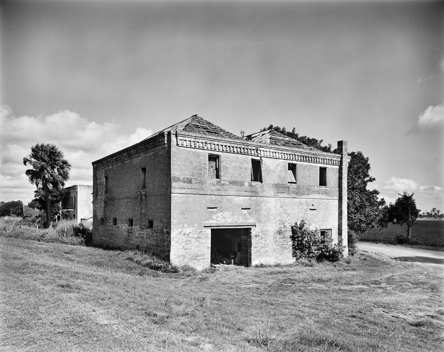 [Brulay Plantation, (Southwest oblique, Building #6)]                                                                                                      [Sequence #]: 1 of 1