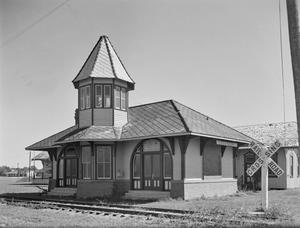 Primary view of object titled '[Dickinson Railroad Station/Museum, (Northwest oblique)]'.