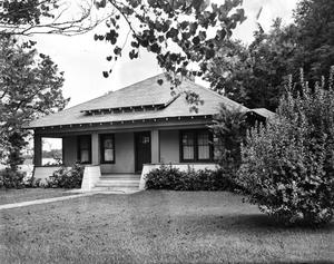 Primary view of object titled '[Hayden-Farris House, Highland Park Model House, (South facade)]'.