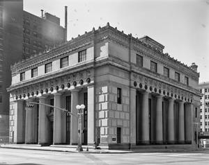 Primary view of object titled '[Houston National Bank Building]'.
