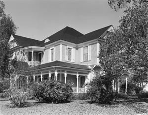 Primary view of object titled '[Steele House, (Southeast oblique)]'.