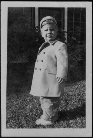 Primary view of object titled '[Photograph of a blonde toddler]'.