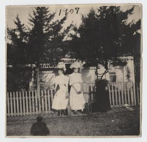 Primary view of object titled '[Photograph of Nelle Turney with Friends]'.