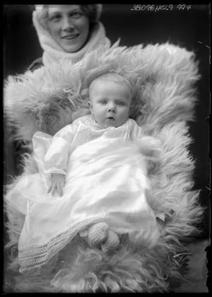 Primary view of object titled '[Portrait of a Child With Mother]'.