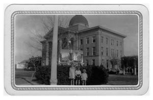 Primary view of object titled 'Bee County Courthouse and World War I Cannon'.