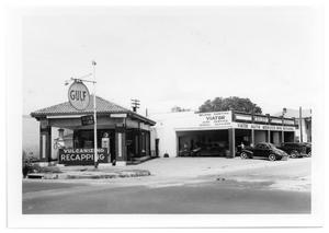 Primary view of object titled '[Gulf Service Station]'.