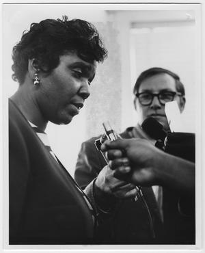 Primary view of object titled '[Barbara Jordan Speaks to Press]'.