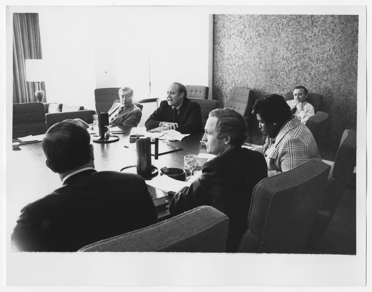 [Barbara Jordan at a Round Table Discussion]                                                                                                      [Sequence #]: 1 of 2
