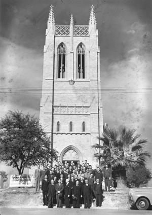 [Group Photo in Front of Shelton Chapel]
