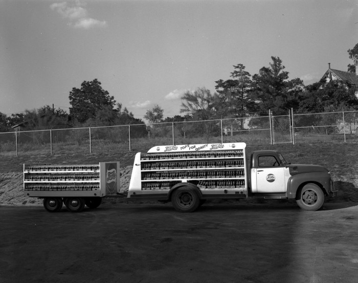 Pepsi Cola Bottling Company Truck] - The Portal to Texas History