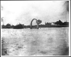 [An arch at Richmond Cemetery during the flood of 1899]