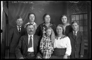 Primary view of object titled '[Family Portrait]'.