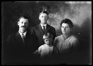 Primary view of object titled '[Portrait of Family]'.
