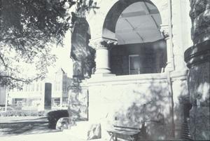 [Ellis County Courthouse, (se porch)]