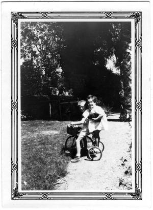 Primary view of object titled '[M. Courtney Howell and Unidentified Little Girl]'.